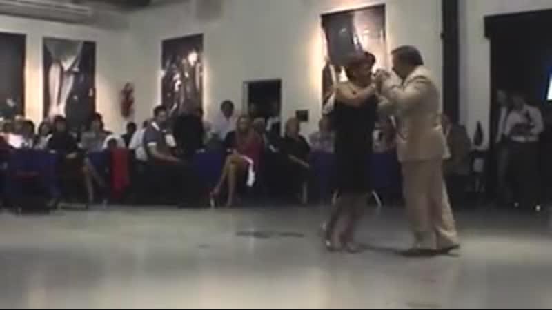 Nati y Carlos Moyano bailan un Vals