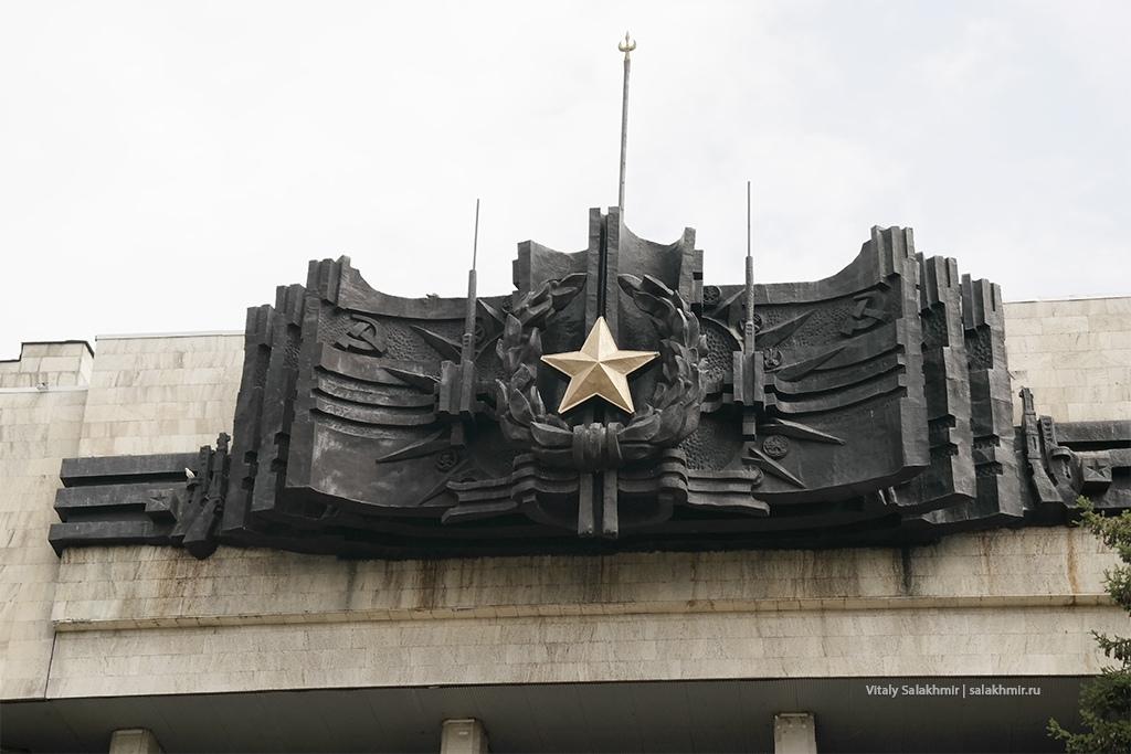 Дом офицеров, детали фасада. Алматы 2019