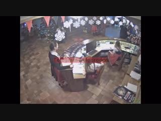 Видео разборки у ГриннБира 1 января 2019 с участием коммерческого директора Мира Белогорья Елены Латышевой, её семьи, охраны