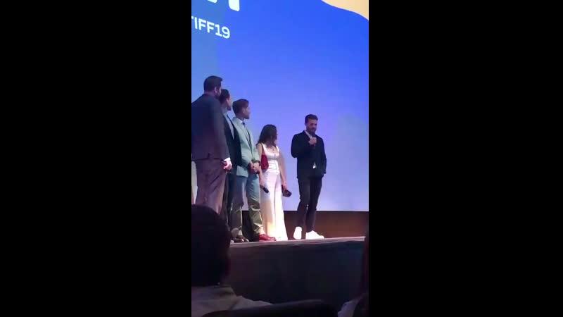 Jamie no palco após a exibição do seu filme no TIFF. (3)