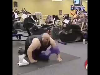 Прикол года: Супер прикол в спортзале. Смешное видео шок. Жесть юмор игры приколы голые ржака смотреть до конца