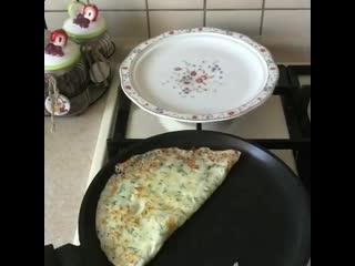 Готовили сырные блиныЭто очень вкусно и быстро.Обязательно приготовьте и отпишитесь как получилось.
