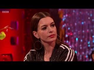 The Graham Norton Show 25x03 - Jodie Comer, Anne Hathaway, Daniel Radcliffe, Rebel Wilson & Mabel