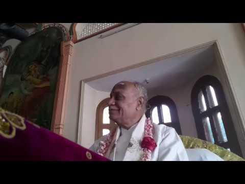 2018 11 25 Rasa lila S B 10 30 29 34 Gopis are analyzing Sri Krishna's footprints