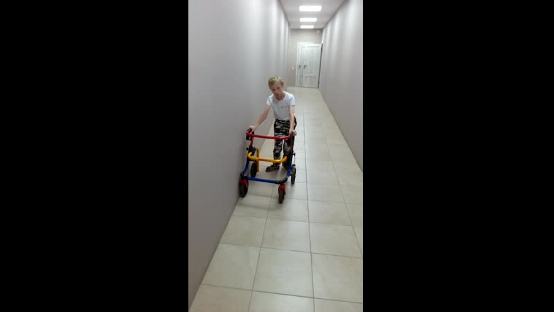 вот так Сашенька передвигается с ходунками vk.com/club130591110