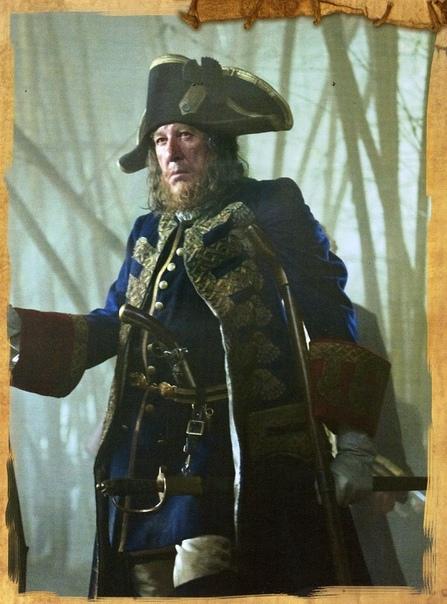 Свадебный наряд Элизабет Суонн в фильме Пираты Карибского моря: Сундук мертвеца (2006) и другие костюмы серии фильмов о пиратах . Дизайн нарядов придумала Пенни Роуз - художник по костюмам