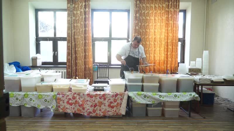 Любителей полезного лакомства ждут во Дворце культуры металлургов. Здесь с сегодняшнего дня работает выставка меда!