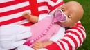 Лучшие видео с куклой Беби Бон - Укладываем спать Baby Born на улице! – Игры для девочек Как Мама.