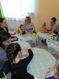 В преддверии 23 февраля, младшая группа развивашек готовила подарки дорогим мужчинам! Мы продолжаем вести