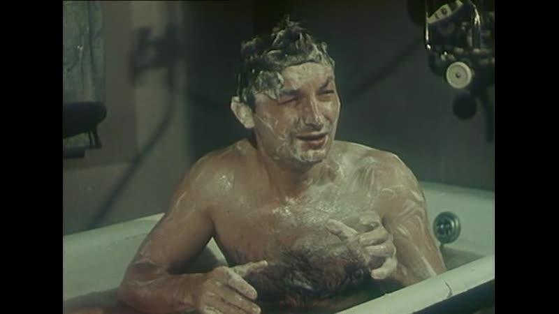 Она Вас любит 1956 Георгий Вицин и Инна Кмит Эпизод в ванной