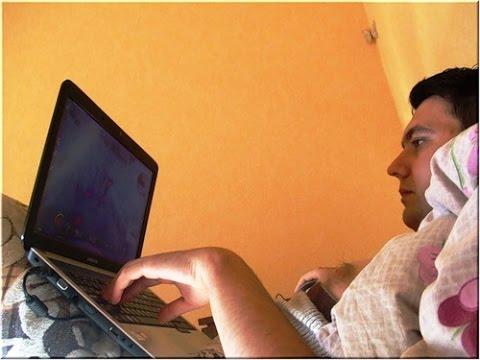 Муж с 3-х дня до 3-х ночи бодрствует. Много времени проводит в Интернете. Как изменить ситуацию?