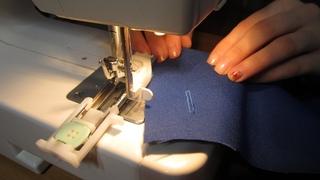 Как сделать ПЕТЛЮ ДЛЯ ПУГОВИЦЫ - Выполнение петли автомат. Швейная машина Janome