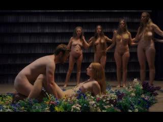Ритуал оплодотворения девственницы (кончил в девственницу, полная пизда спермы, трахает при всех)
