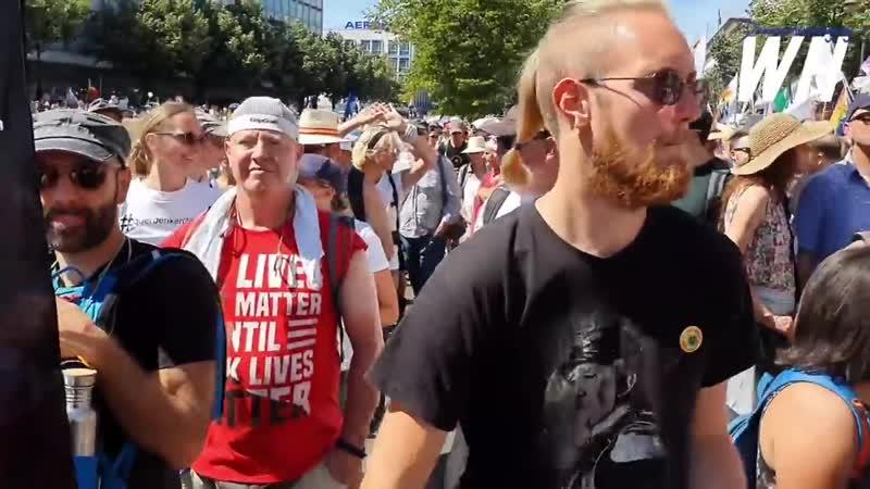 Freedom Parade Berlin _ Miles de personas protestan por -El Fin de la Pandemia- Día de la Libertad.
