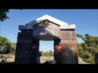 Cementerio La Chacarita tumbas de Gardel, Gilda, Cerati