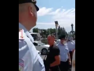 Видео задержаний на сегодняшней акции в поддержку жителей Хабаровска в Краснодаре.