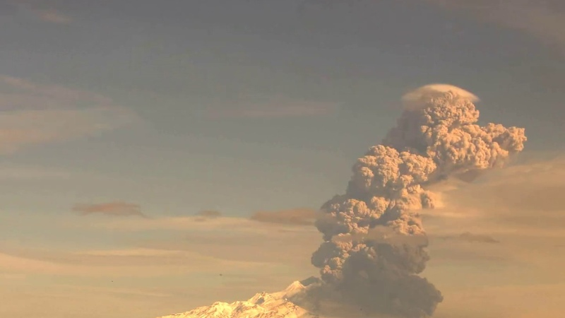 Вулкан Шивелуч. Пепловый выброс на высоту ~ 9 км н.у.м. 2019-10-01 23:45 UTC.