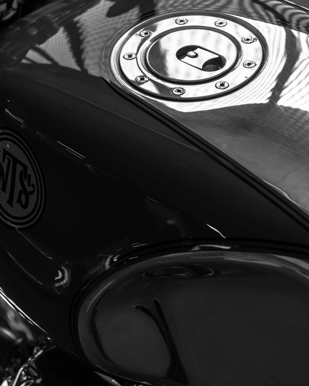 Deus Customs: кафе рейсер Moto Guzzi 850 T3