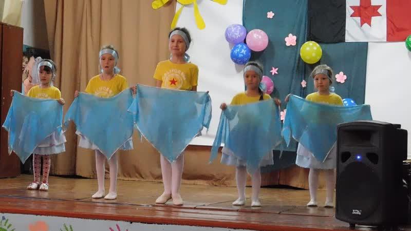 Танцуют сапаровские дошколята концерт к Дню УР 04 11 2019 г