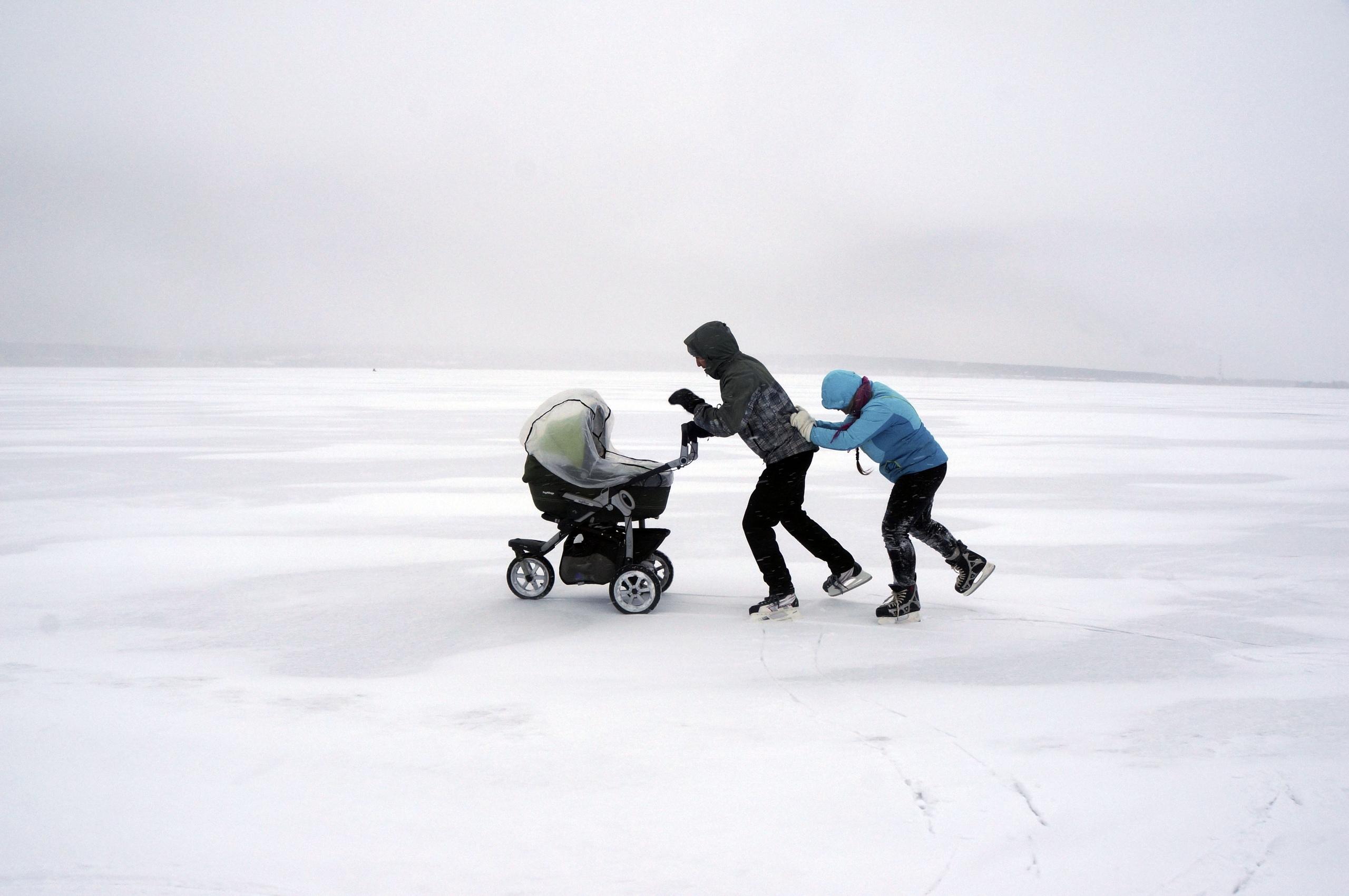 коляска на льду