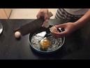 An brothers Làm món trứng ốp la cho bữa sáng Bé tập tráng trứng