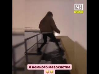 Девушка едва не упала с 17-го этажа