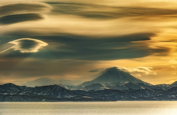 Зарождение лентикулярных облаков КамчаткаФото: Александр Максин