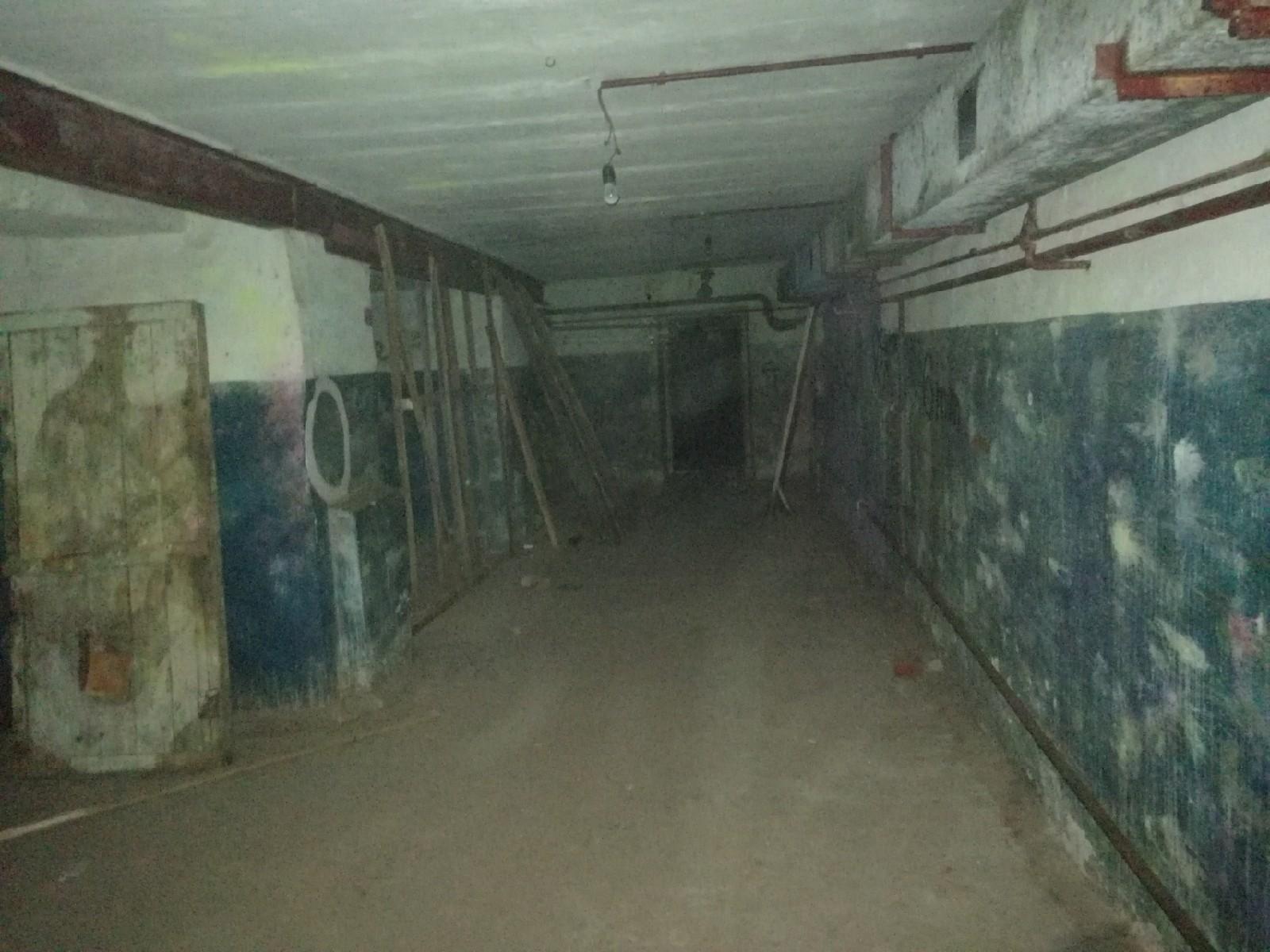 Заброшенное бомбоубежище под сталинским домом