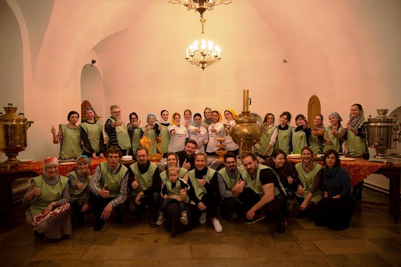 К празднику Масленицы добровольческий отряд кинокомпании «Союз Маринс Групп» испек блины для бездомных