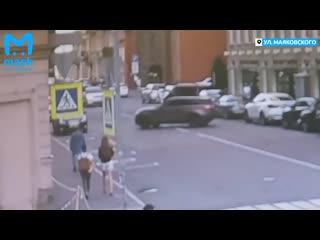 Два автомобиля Range Rover не поделили дорогу в Санкт-Петербурге