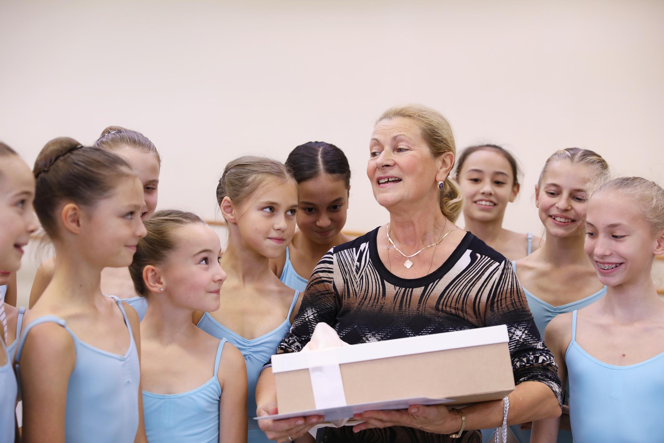 Воспитанницы Комоловой поздравили её с днём рождения