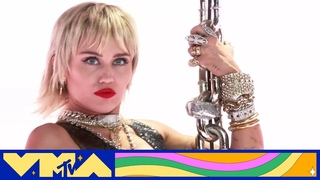 """Miley Cyrus Performs """"Midnight Sky"""" 