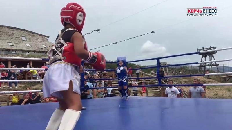 Юный керчанин одержал победу в соревнованиях по кикбоксингу