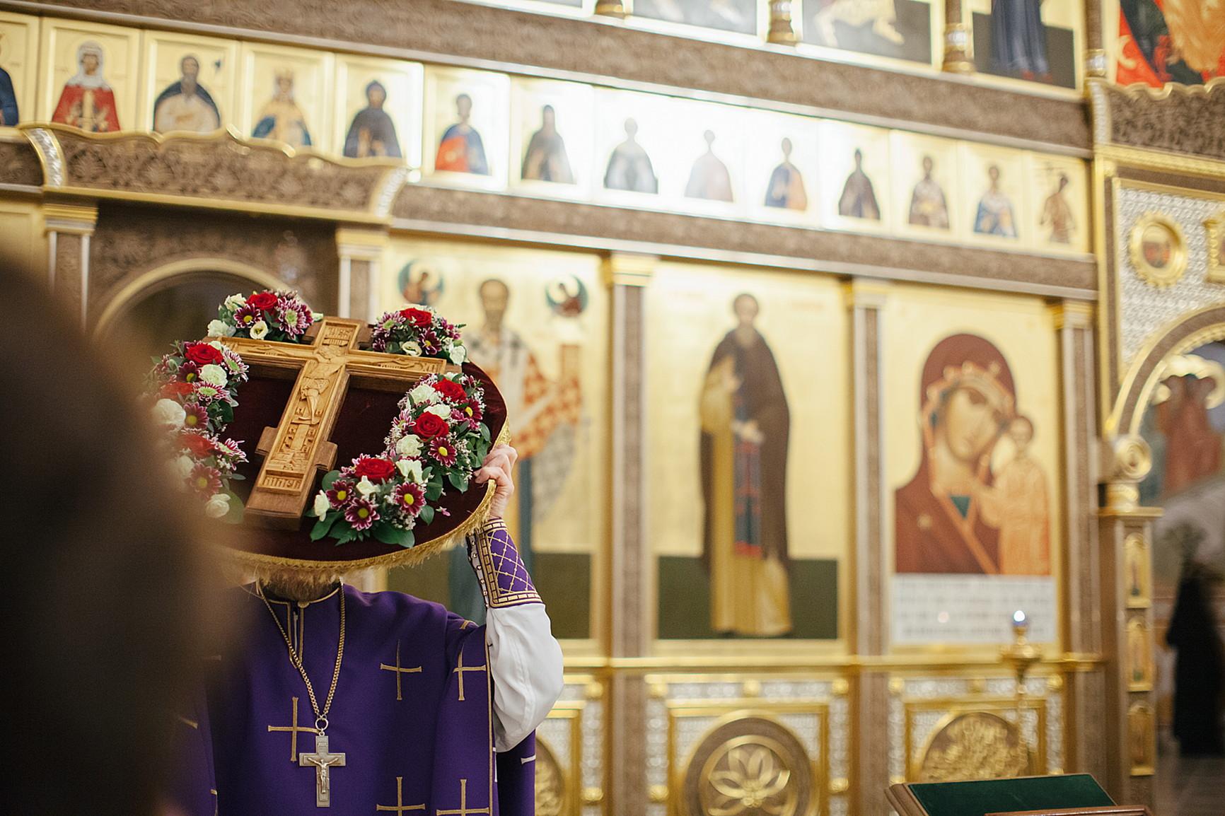 «День поклонения священному Кресту, придите к Нему все»: в Обители совершили богослужения Крестопоклонной Недели, изображение №4