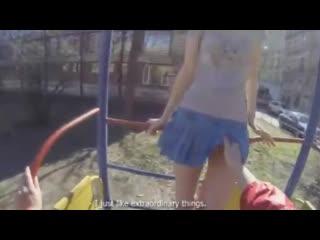 Познакомился с русской девушкой на улице во дворе и дал ей в рот за углом ( пикап трахнул выебал щеку юбке школьницу студентку)