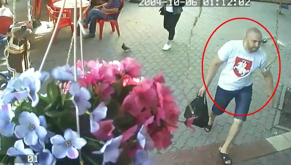 Мужчина и две девушки подозреваются в том, что участвовали в драке. Есть видео