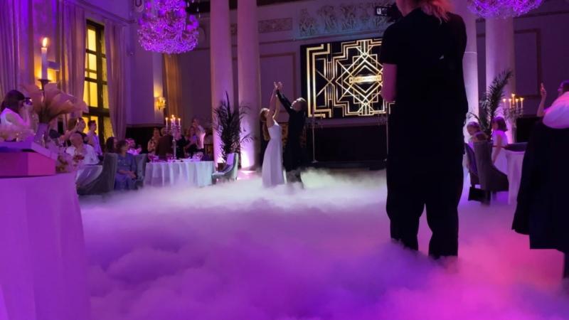 Тяжёлый дым на первый танец молодых