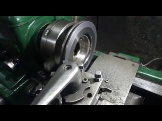 протачиваем тормозной диск под размер заказчика