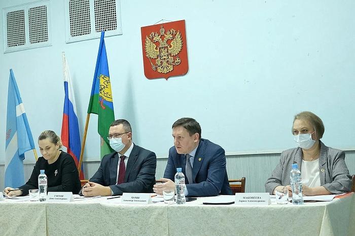 А.А.Чурин (второй справа) и региональные министры.