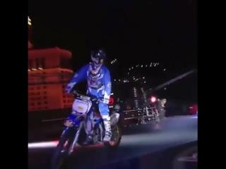 Три экстремальных трюка на мотоцикле
