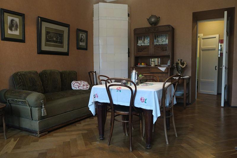 Четырёхкомнатная квартира петербургского рабочего Российской Империи