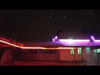 Купание во время снегопада под открытом небом))