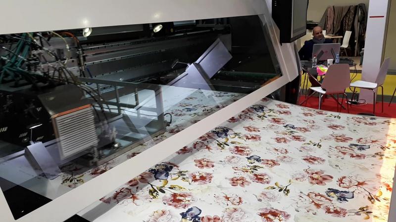 Автоматический процесс нанесения рисунка на ткань