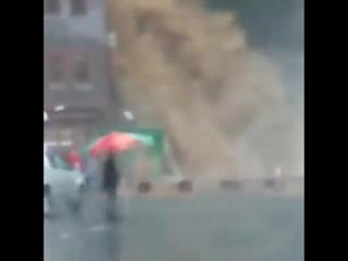 Сильный ливневый паводок и селевой поток в городе Ризе, Турция. ()