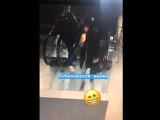 Обувь затянуло в эскалатор. Владивосток (VHS Video)