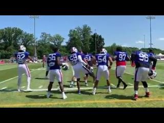 Футболисты «Баффало Биллс» танцуют