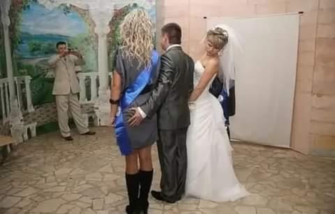 НОРМАЛЬНАЯ, РУССКАЯ СВАДЬБА... После школы Юрик вместе со своей будущей невестой Светкой укатили учиться в Москву, а на четвёртом курсе решили расписаться. Сперва хотели по-тихому, но родители