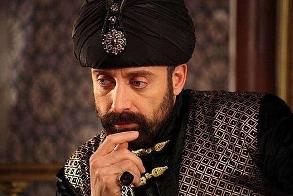 Предсмертные желания султана Сулеймана Перед своей смертью Султан Сулейман позвал главнокомандующего армией и высказал ему три своих желания:1. Он завещал, чтобы его гроб несли на руках самые