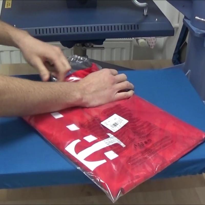 Так мы делаем нанесение фамилии и номера, на футболку Баварии Мюнхен