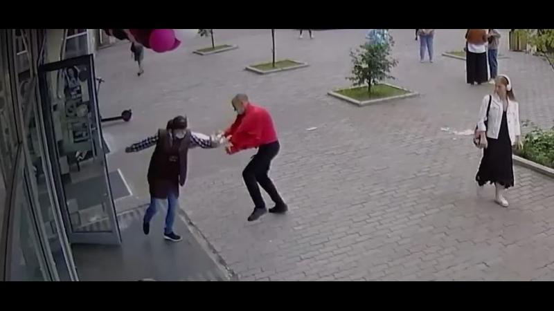 Голодный мужчина из Красноярска украл из магазина 7 килограммов мяса